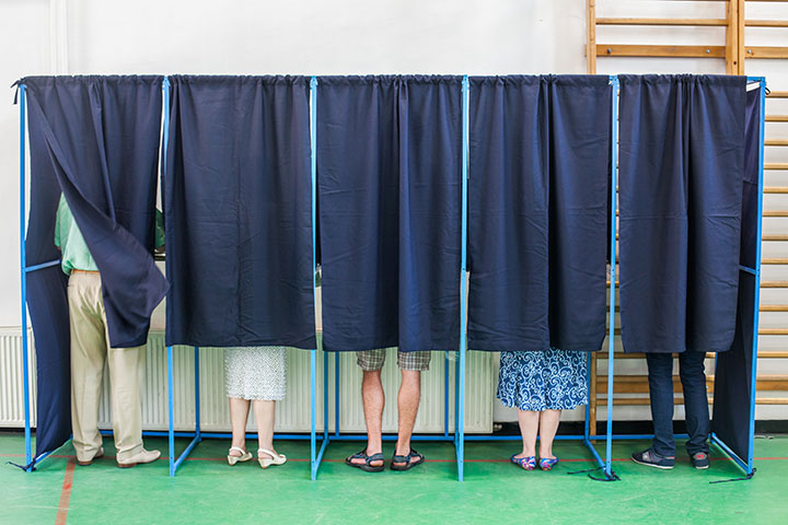Residents vote early at Honolulu Hale and Kapolei Hale